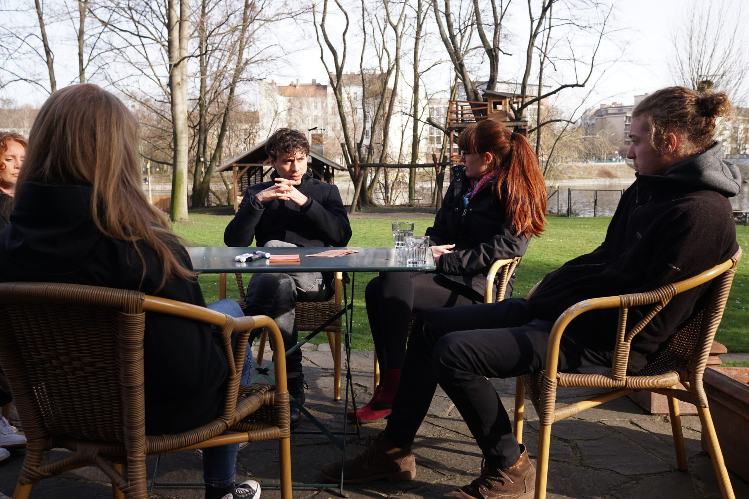 Junge Zukunftswerkstatt: Diskussion in kleinen Gruppen