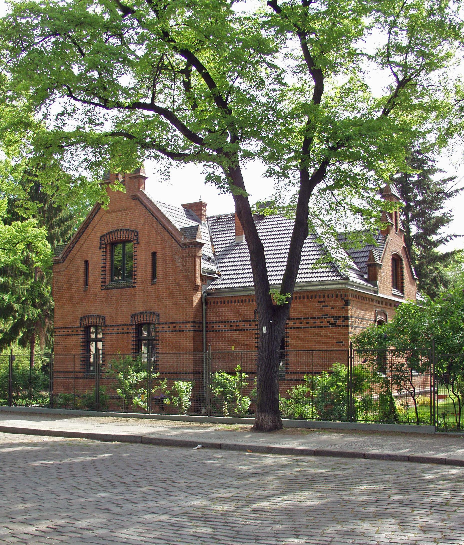 Stiftungshaus Straßenfront