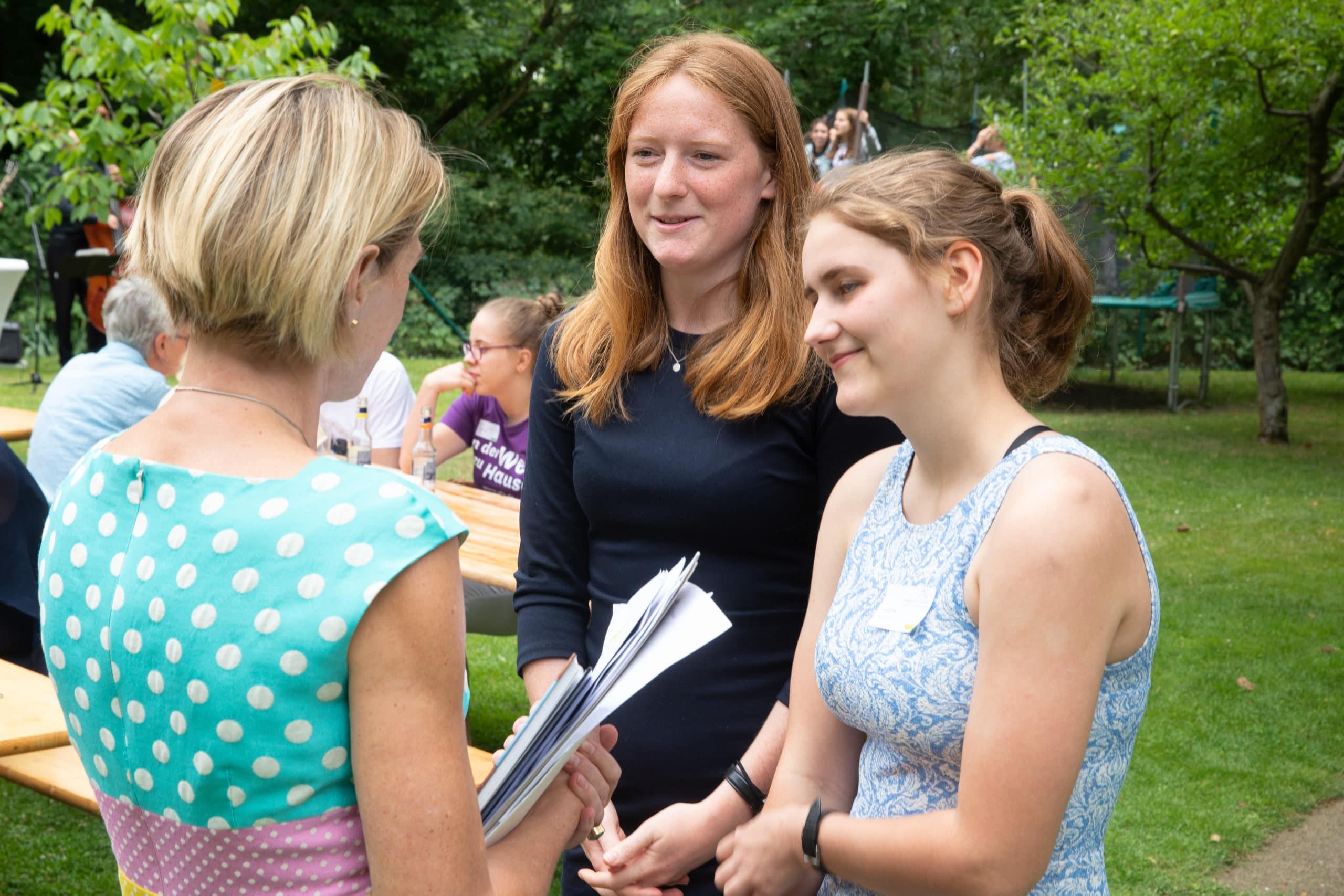 Kirsten Ackermann-Piëch im Gespräch mit Stipendiatinnen