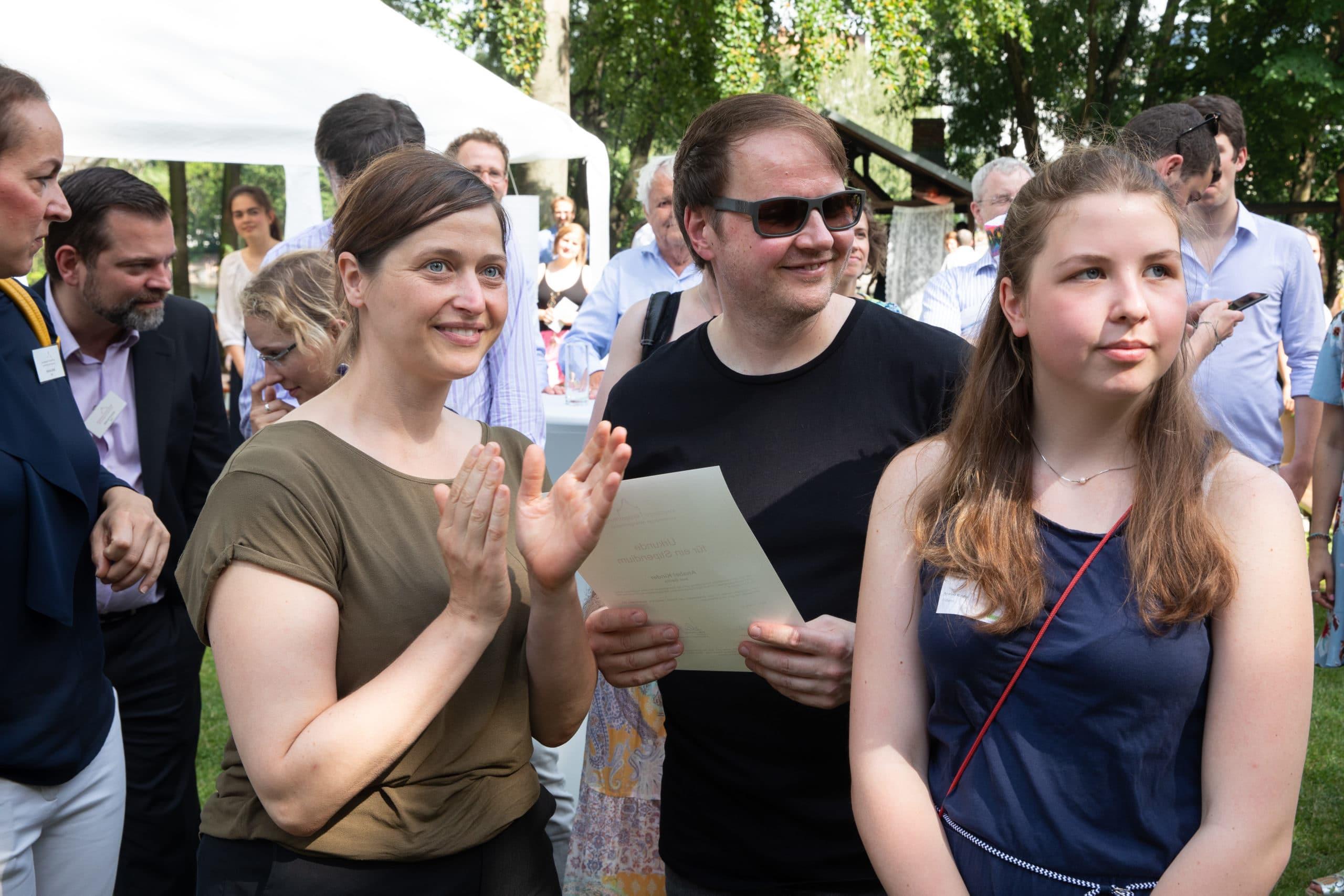 Stipendiatin mit Familie bei der Stipendienverleihung 2019