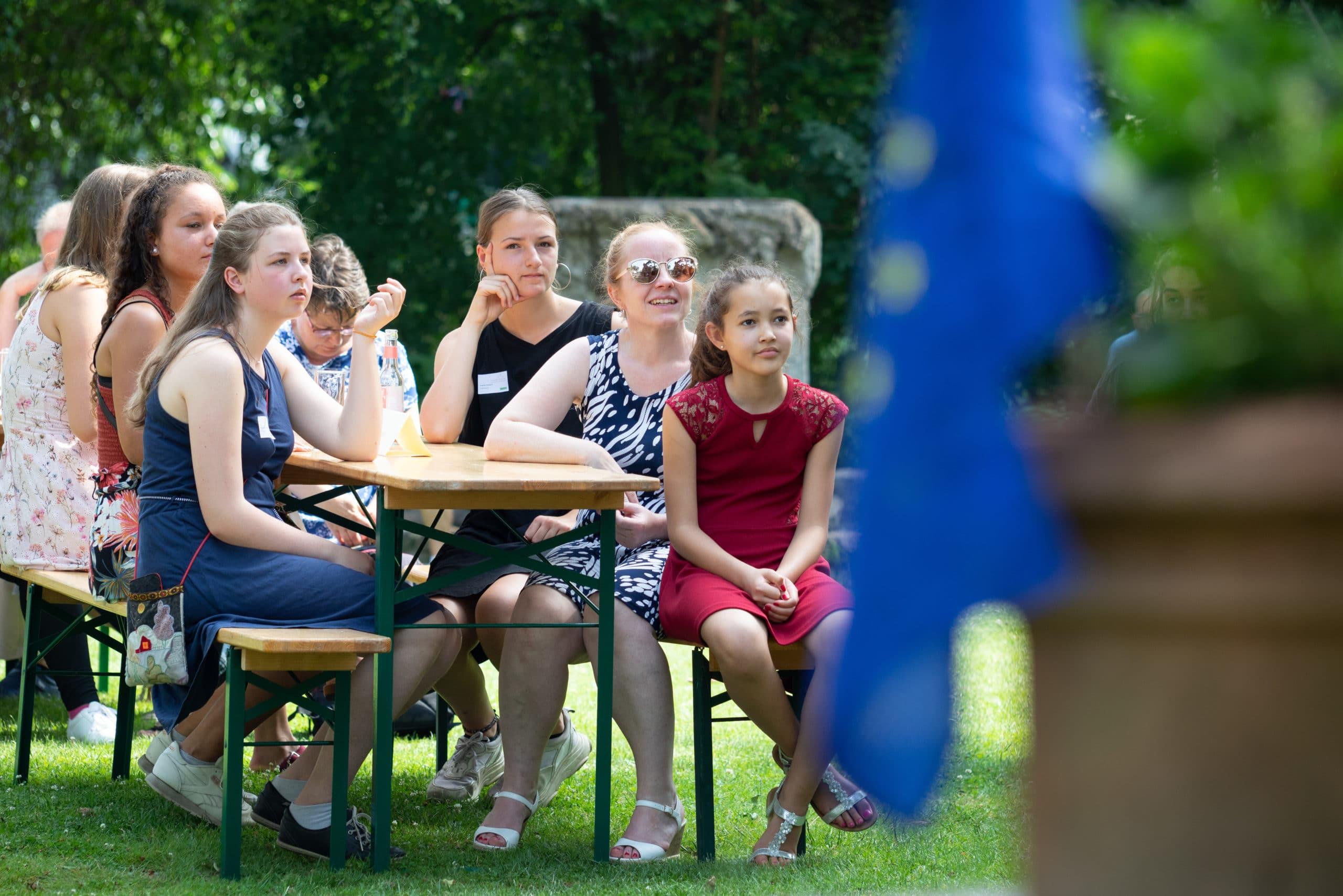 Stipendiatinnen mit Familie bei der Stipendienverleihung 2019