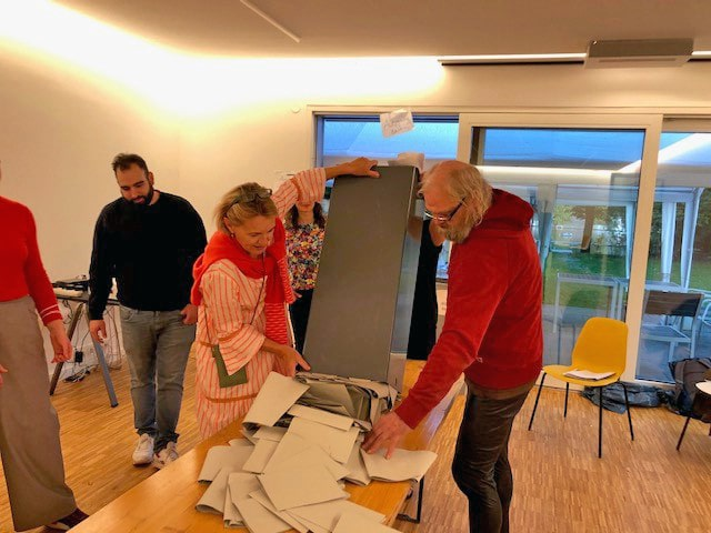 Urnenleerung_Wahllokal_2021_v_o